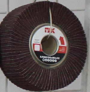 Комбинированные насадные круги представляют собой набор лепестков из абразивного объемного нетканого полотна и шлифовальной шкурки